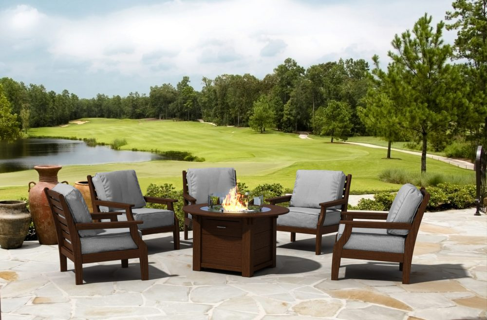 Maywood Lounge Chairs around Round Fire Table